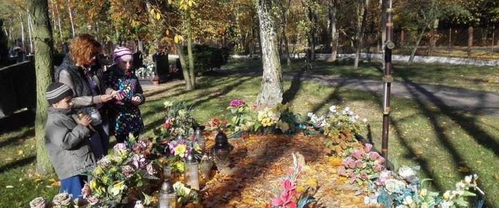 Odwiedzamy groby bliskich
